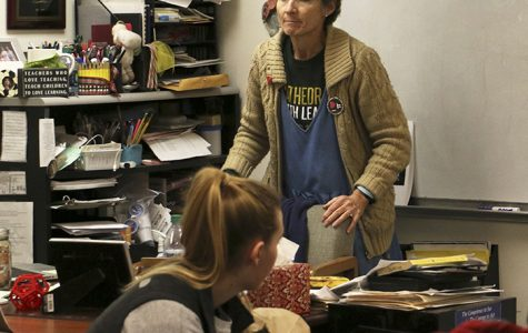 """Math teacher Mrs. Lisa Ford teaches a Precalculus class on day 2 on Jan. 6. She said, """"I love teaching the kids of kids I taught. Part of it is because the kids I taught stay kids in my memory forever."""""""