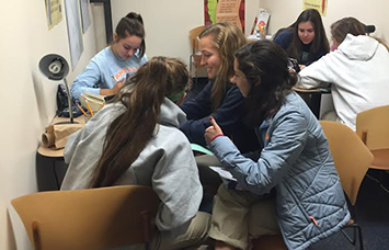 Seniors Sofia Alatorre, Molly Beatty, Annie Bingle, Anna Flood, Lizzy Jensen and Camryn Wylam work in the writing center on Nov. 10 during flex.