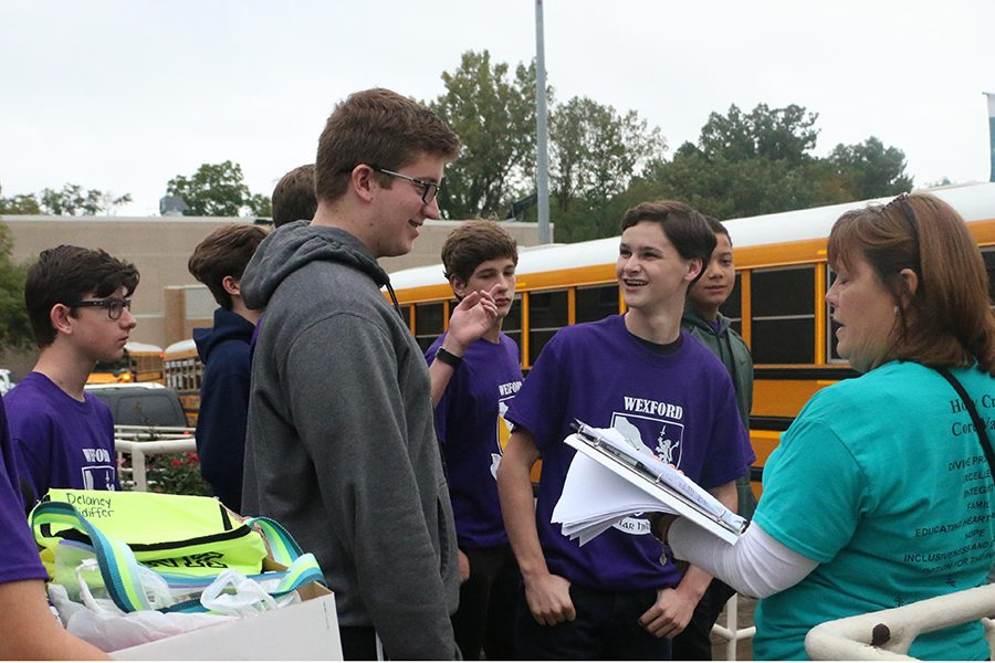 During the day of service on Sept. 14, Mrs. Shannon Fox '80 directs students to their buses.