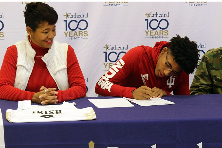 Senior+Armaan+Franklin+signs+his+national+letter+of+intent+to+attend+Indiana+University.+