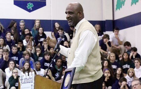Barlow reacts to Hall of Fame induction