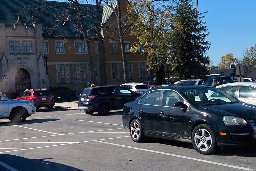 Cars+line+up+to+exit+the+H+lot+after+school+on+Oct.+13.+Not+every+student+who+is+eligible+to+drive+has+chosen+to+do+so.