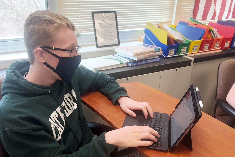 Sophomore Ben Dravis completes an assignment in Mrs. Kathy Darnell's E period Spanish class.