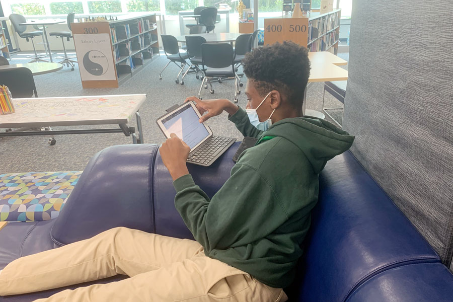 During+E+period+on+Sept.+17%2C+a+student+works+on+his+iPad+in+the+library.+